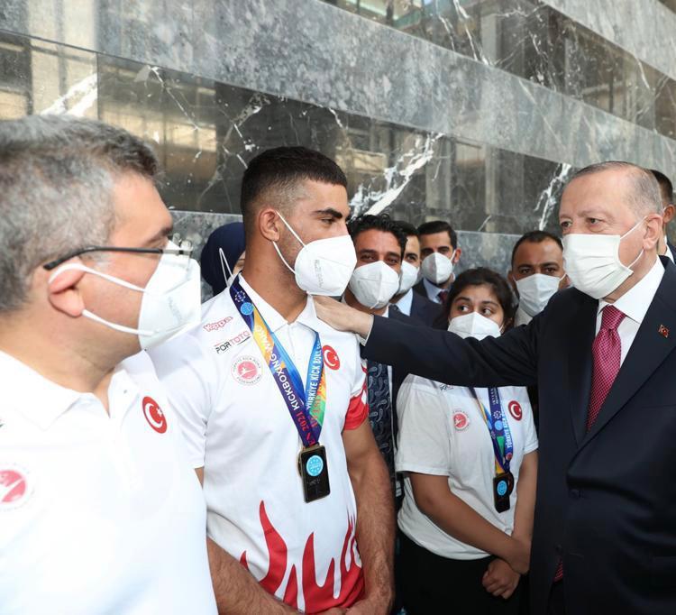 Cumhurbaşkanımız Milli Takım Antrenör ve Sporcularımızı Kabul Etti
