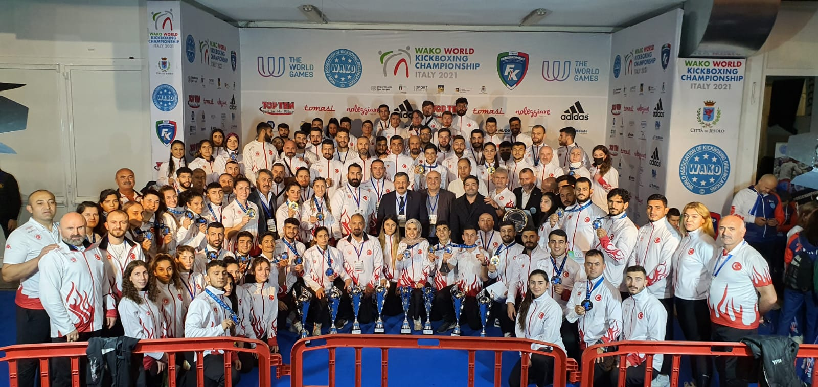 Milli Takımımız İtalya' da Dünya Kick Boks Şampiyonasında 8 Altın, 14 Gümüş, 20 Bronz Madalya Kazandı